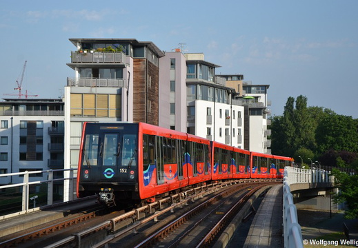 London DLR 152, Deptford Bridge